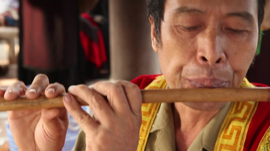 Men_playing_flute1